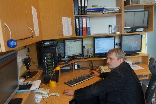 operator monitoringu przy pracy